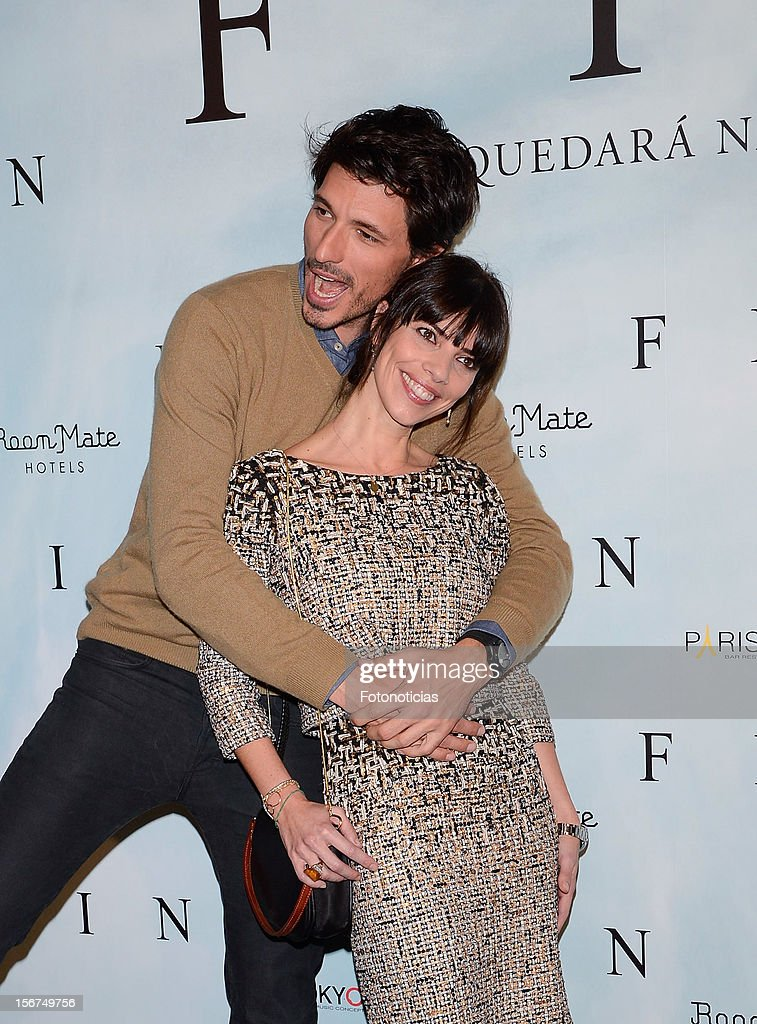 <a gi-track='captionPersonalityLinkClicked' href=/galleries/search?phrase=Andres+Velencoso&family=editorial&specificpeople=2089819 ng-click='$event.stopPropagation()'>Andres Velencoso</a> (L) and <a gi-track='captionPersonalityLinkClicked' href=/galleries/search?phrase=Maribel+Verdu&family=editorial&specificpeople=609050 ng-click='$event.stopPropagation()'>Maribel Verdu</a> attend a photocall for 'Fin' at the Room Mate Oscar Hotel on November 20, 2012 in Madrid, Spain.