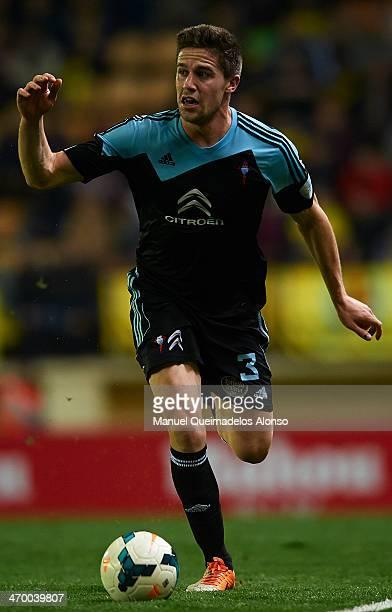 Andreu Fontas of Celta de Vigo runs with the ball during the La Liga match between Villarreal CF and RC Celta de Vigo at El Madrigal on February 15...