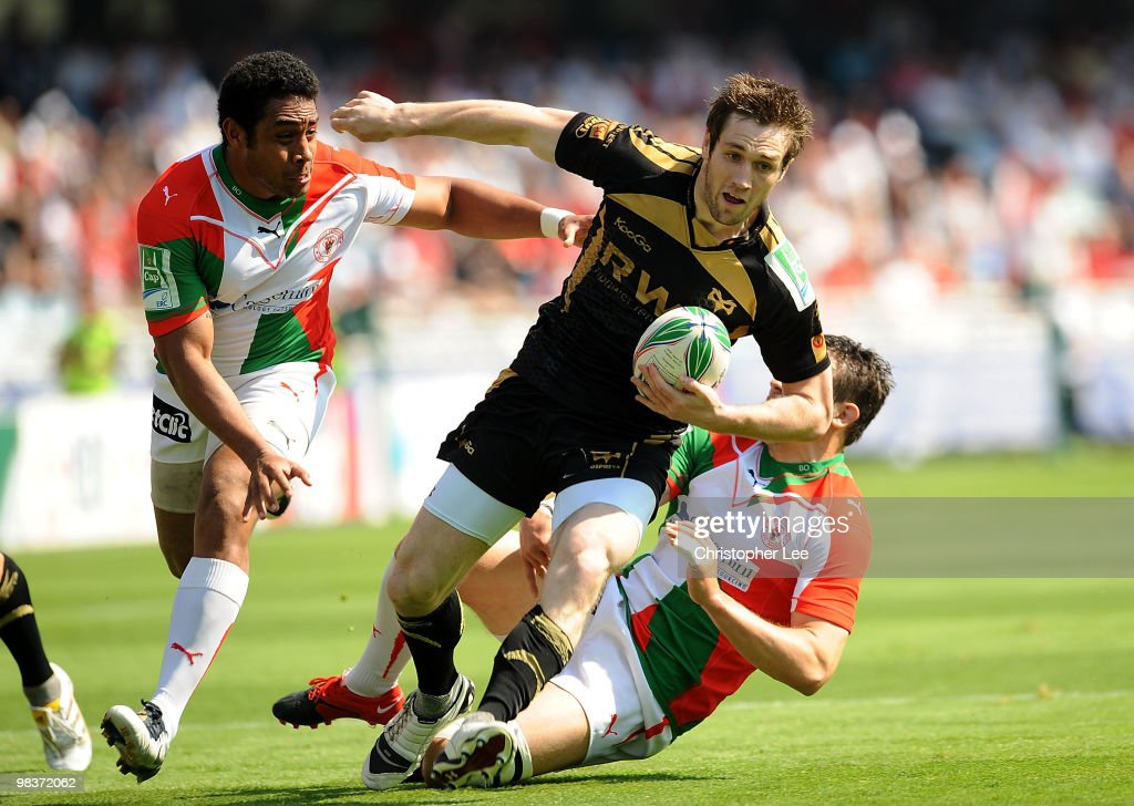 Andrew Bishop of Ospreys takes on Ilikena Bolakoro and Damien Traille of Biarritz during the Heineken Cup Quarter Final match between Biarritz...