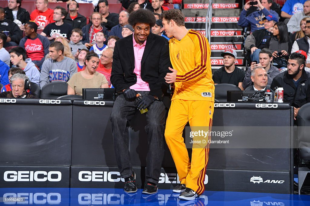 Andrew Bynum #33 of the Philadelphia 76ers and Luke Walton #4 of the Cleveland Cavaliers during the game at the Wells Fargo Center on November 18, 2012 in Philadelphia, Pennsylvania.