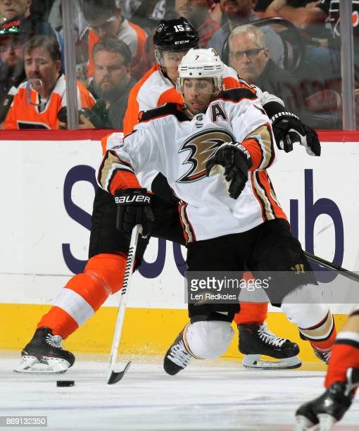 Andrew Cogliano of the Anaheim Ducks battles for the puck against Jori Lehtera of the Philadelphia Flyers on October 24 2017 at the Wells Fargo...