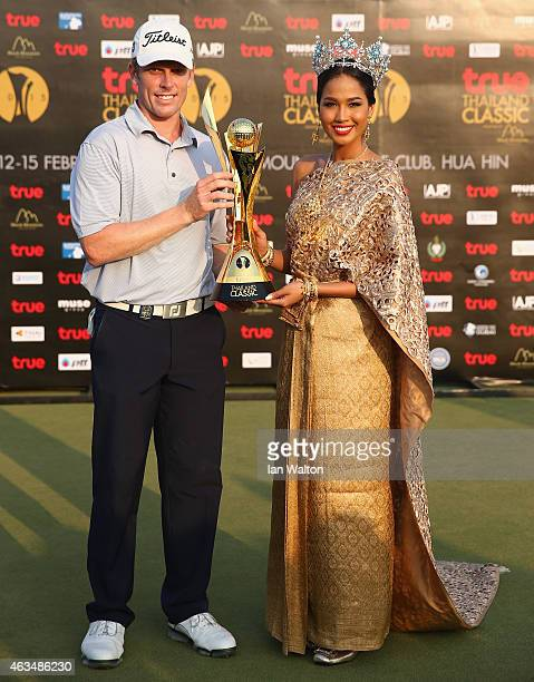 Andrew Dodt of Australia celebrates after winning the final round of the 2015 True Thailand Classic with Miss Thailand Nonthawan Thongleng at Black...