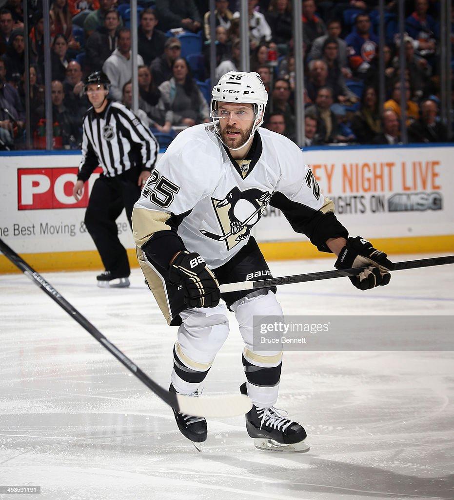 Andrew Ebbett of the Pittsburgh Penguins skates against the New York Islanders at the Nassau Veterans Memorial Coliseum on December 3 2013 in...