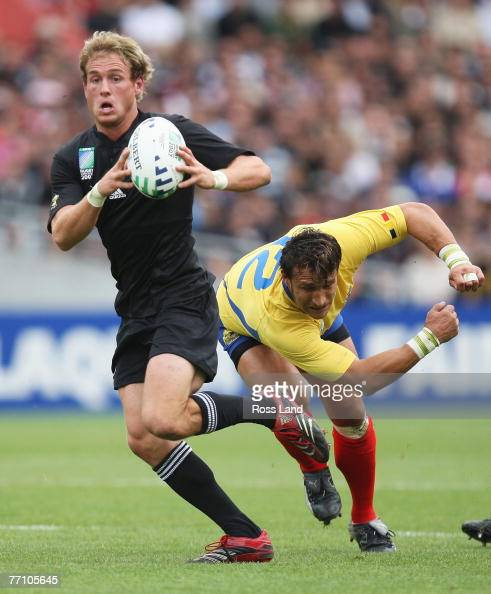 South Africa S Pat Lambie Is Tackled By Barbarians Luke: Andy Ellis Stock Photos And Pictures