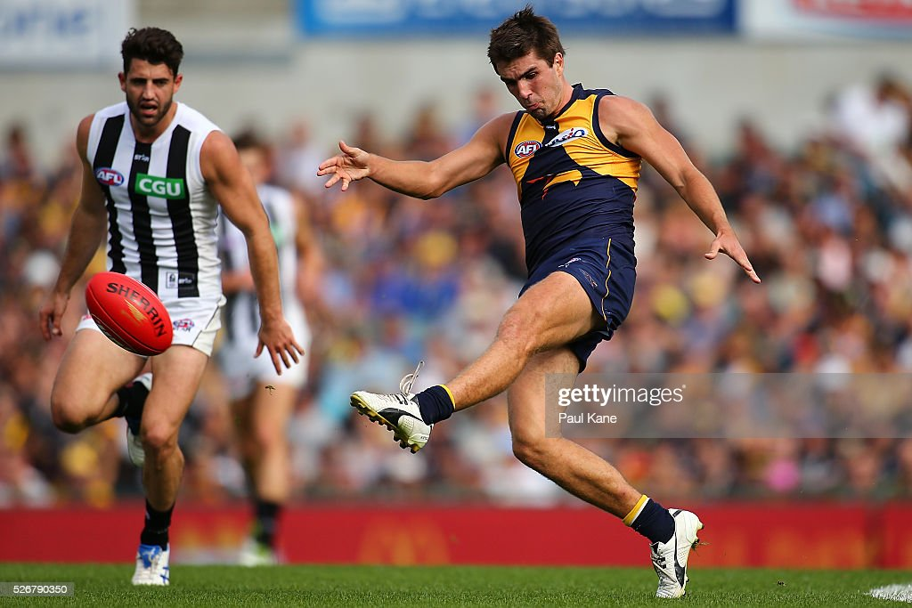 Andrew Gaff of the Eagles passes the ball during the round six AFL match between the West Coast Eagles and the Collingwood Magpies at Domain Stadium on May 1, 2016 in Perth, Australia.