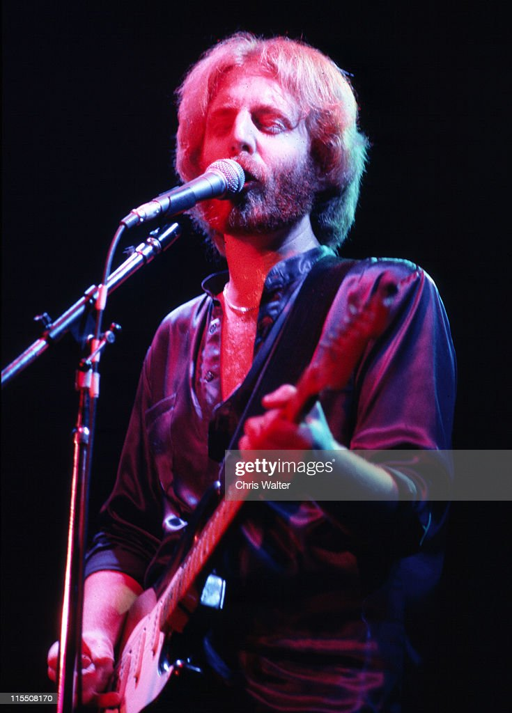 Andrew Gold performs onstage circa 1978 in Los Angeles, California.