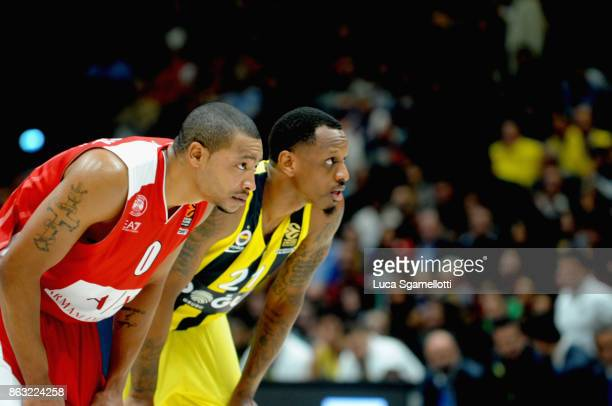 Andrew Goudelock #0 of AX Armani Exchange Olimpia Milan and James Nunnally #21 of Fenerbahce Dogus Istanbul during the 2017/2018 Turkish Airlines...