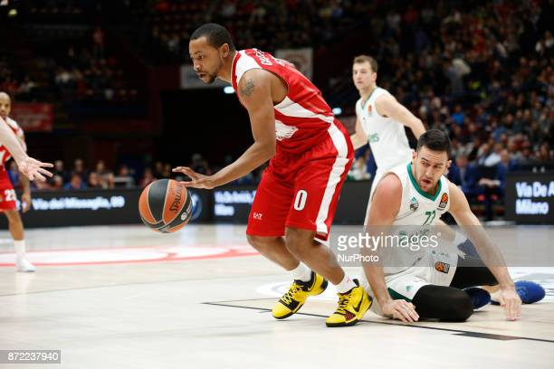Andrew Goudelock drives to the basket during a game of Turkish Airlines EuroLeague basketball between AX Armani Exchange Milan vs Zalgiris Kaunas at...