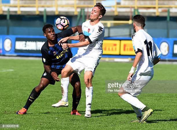 Andrew Gravillon of FC Internazionale Primavera competes for the ball with Arturo Lupoli of Pisa Primavera during the Primavera Tim juvenile match...