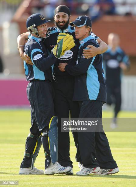 Andrew Hodd Monty Panesar and Murray Goodwin of Sussex celebrate taking the wicket of Marcus Trescothick of Somerset during the Clydesdale Bank 40...