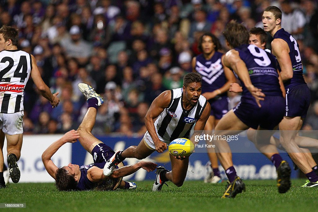 <a gi-track='captionPersonalityLinkClicked' href=/galleries/search?phrase=Andrew+Krakouer&family=editorial&specificpeople=226753 ng-click='$event.stopPropagation()'>Andrew Krakouer</a> of the Magpies looks to break from a tackle by Nick Suban of the Dockers during the round seven AFL match between the Fremantle Dockers and the Collingwood Magpies at Patersons Stadium on May 11, 2013 in Perth, Australia.