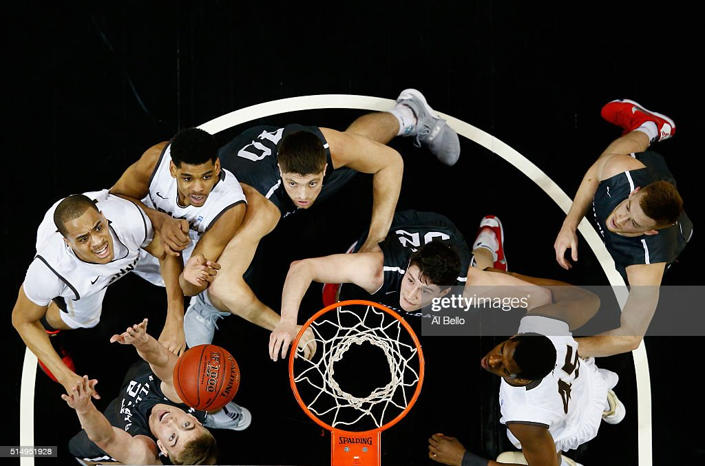 Andrew McAuliffe Rusty Reigel and Peyton Aldridge of the Davidson Wildcats battle Denzel Gregg Dion Wright Jordan Tyson and Matt Mobley of the St...