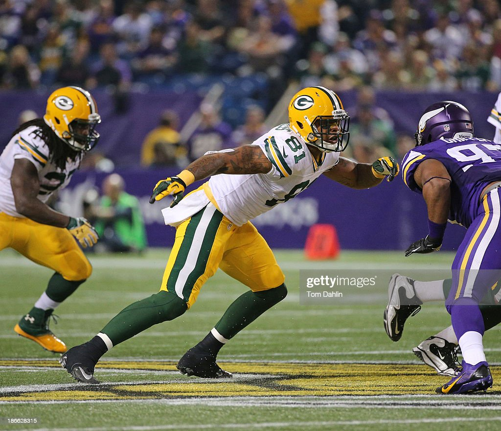 Andrew Quarless #81of the Green Bay Packers blocks during an NFL game against the Minnesota Vikings at Mall of America Field at the Hubert H. Humphrey Metrodome on October 27, 2013 in Minneapolis, Minnesota.