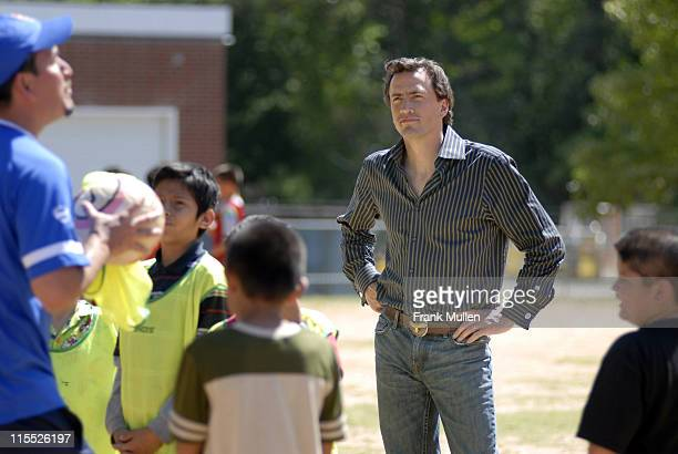Andrew Shue with kids from the 'Soccer in the Streets' program