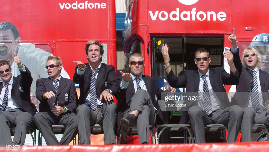 <a gi-track='captionPersonalityLinkClicked' href=/galleries/search?phrase=Andrew+Strauss&family=editorial&specificpeople=157548 ng-click='$event.stopPropagation()'>Andrew Strauss</a> and <a gi-track='captionPersonalityLinkClicked' href=/galleries/search?phrase=Ian+Bell&family=editorial&specificpeople=206128 ng-click='$event.stopPropagation()'>Ian Bell</a> and <a gi-track='captionPersonalityLinkClicked' href=/galleries/search?phrase=Kevin+Pietersen+-+Jugador+de+cr%C3%ADquet&family=editorial&specificpeople=202001 ng-click='$event.stopPropagation()'>Kevin Pietersen</a> and <a gi-track='captionPersonalityLinkClicked' href=/galleries/search?phrase=Andrew+Flintoff&family=editorial&specificpeople=171169 ng-click='$event.stopPropagation()'>Andrew Flintoff</a> and <a gi-track='captionPersonalityLinkClicked' href=/galleries/search?phrase=Ashley+Giles&family=editorial&specificpeople=184493 ng-click='$event.stopPropagation()'>Ashley Giles</a> and <a gi-track='captionPersonalityLinkClicked' href=/galleries/search?phrase=Matthew+Hoggard&family=editorial&specificpeople=193834 ng-click='$event.stopPropagation()'>Matthew Hoggard</a>