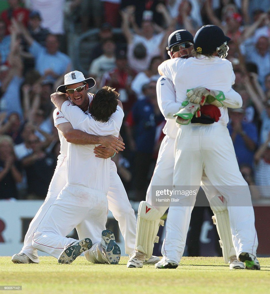 Andrew Strauss of England celebrates victory with Graeme Swann and team mates during day four of the npower 5th Ashes Test Match between England and Australia at The Brit Oval on August 23, 2009 in London, England.