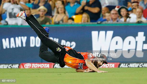 Andrew Tye of the scorchers drops a catch during the Big Bash League match between the Brisbane Heat and the Perth Scorchers at The Gabba on January...