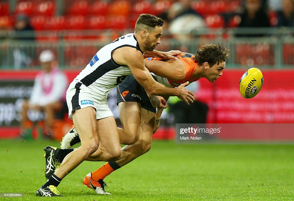 <a gi-track='captionPersonalityLinkClicked' href=/galleries/search?phrase=Andrew+Walker+-+Australian+Rules+Football+Player&family=editorial&specificpeople=4331558 ng-click='$event.stopPropagation()'>Andrew Walker</a> of Carlton and <a gi-track='captionPersonalityLinkClicked' href=/galleries/search?phrase=Phil+Davis+-+Australian+Rules+Football+Player&family=editorial&specificpeople=12779790 ng-click='$event.stopPropagation()'>Phil Davis</a> of the Giants Nathan Wilson of the Giants contest for possession during the round 14 AFL match between the Greater Western Sydney Giants and the Carlton Blues at Spotless Stadium on June 25, 2016 in Sydney, Australia.