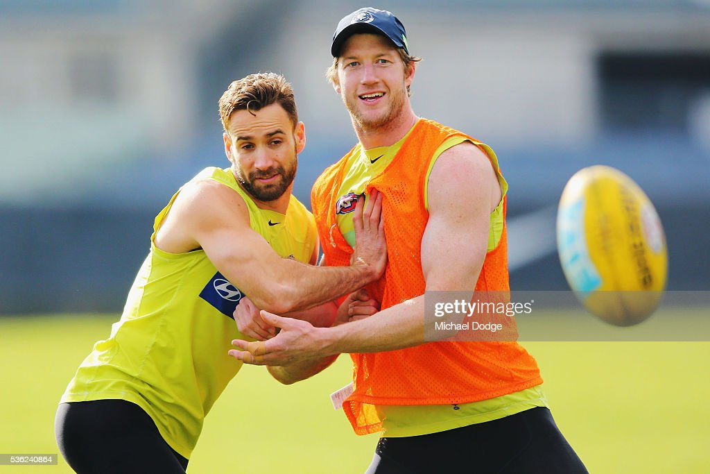 <a gi-track='captionPersonalityLinkClicked' href=/galleries/search?phrase=Andrew+Walker+-+Australian+Rules+Football+Player&family=editorial&specificpeople=4331558 ng-click='$event.stopPropagation()'>Andrew Walker</a> of the Blues (L) and Sam Rowe compete for the ball during the Carlton Blues AFL training session at Ikon Park on June 1, 2016 in Melbourne, Australia.