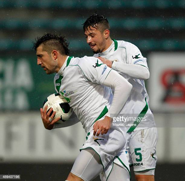 Andrey Galabinov of Avellino celebrates after scoring his team's equalizing goal during the Serie B match between Reggina Calcio and US Avellino at...