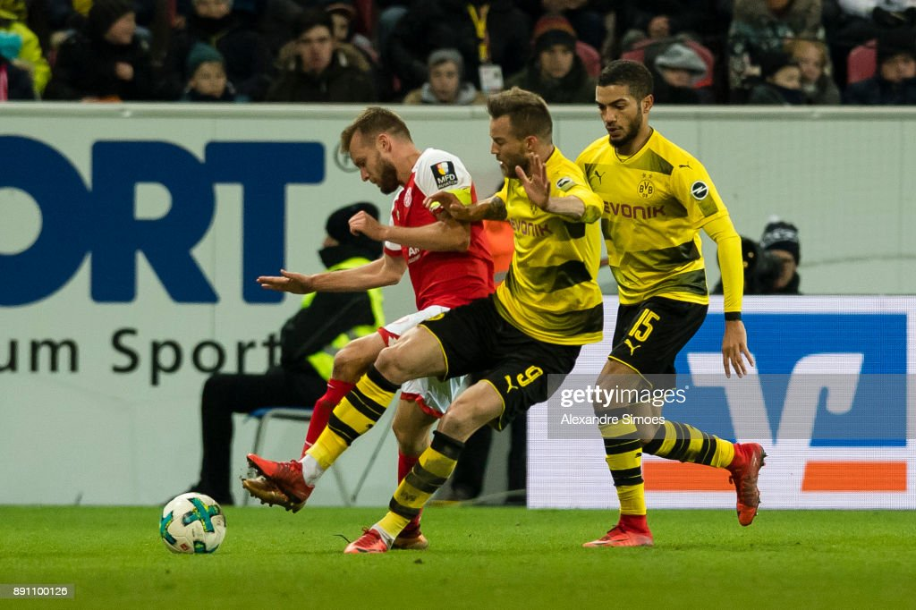 http://media.gettyimages.com/photos/andrey-yarmolenko-of-borussia-dortmund-in-action-during-the-match-1-picture-id891100126?k=6&m=891100126&s=594x594&w=0&h=NKbF0bPimc6T66zkHmhThRjdQPMYstcZJiItHjl-56Y=