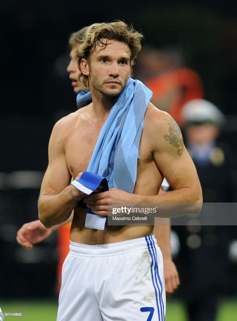 <a gi-track='captionPersonalityLinkClicked' href=/galleries/search?phrase=Andriy+Shevchenko&family=editorial&specificpeople=220501 ng-click='$event.stopPropagation()'>Andriy Shevchenko</a> of FC Dynamo Kyiv with jersey of FC Inter Milan on his shoulder after the UEFA Champions League matchday 3 Group F match between FC Inter Milan and FC Dynamo Kyiv at Stadio Giuseppe Meazza on October 20, 2009 in Milan, Italy.