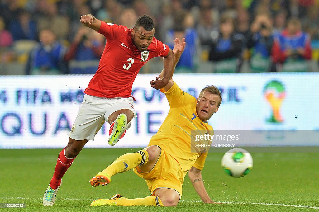 Andriy Yarmolenko (R) from Ukraine vies with Ashley Cole from England during their World Cup 2014 football qualifying match Ukraine vs England in Kiev on September 10, 2013. AFP PHOTO/ SERGEI SUPINSKY