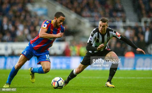 Andros Townsend of Crystal Palace controls the ball whilst Javier Manquillo of Newcastle United looks to challenge him during the Premier League...