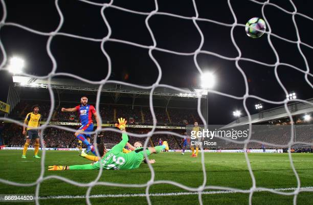 Andros Townsend of Crystal Palace shoots past Emiliano Martinez of Arsenal to score their first goal during the Premier League match between Crystal...
