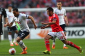 Andros Townsend of Tottenham Hotspur is pursued by Eduardo Salvio of SL Benfica during the UEFA Europa League Round of 16 2nd leg match between SL...