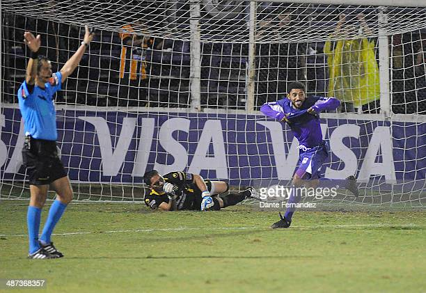 Andrés Nicolás Olivera of Defensor Sporting celebrates after scoring the winning penalty during a second leg match between Defensor Sporting and The...