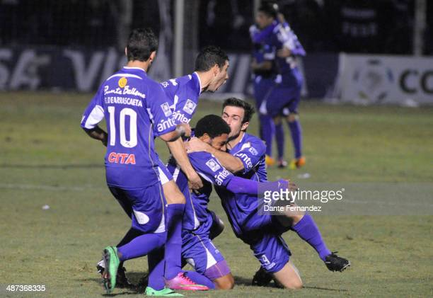 Andrés Nicolás Olivera of Defensor Sporting celebrates with teammates after scoring his team's second goal during a second leg match between Defensor...