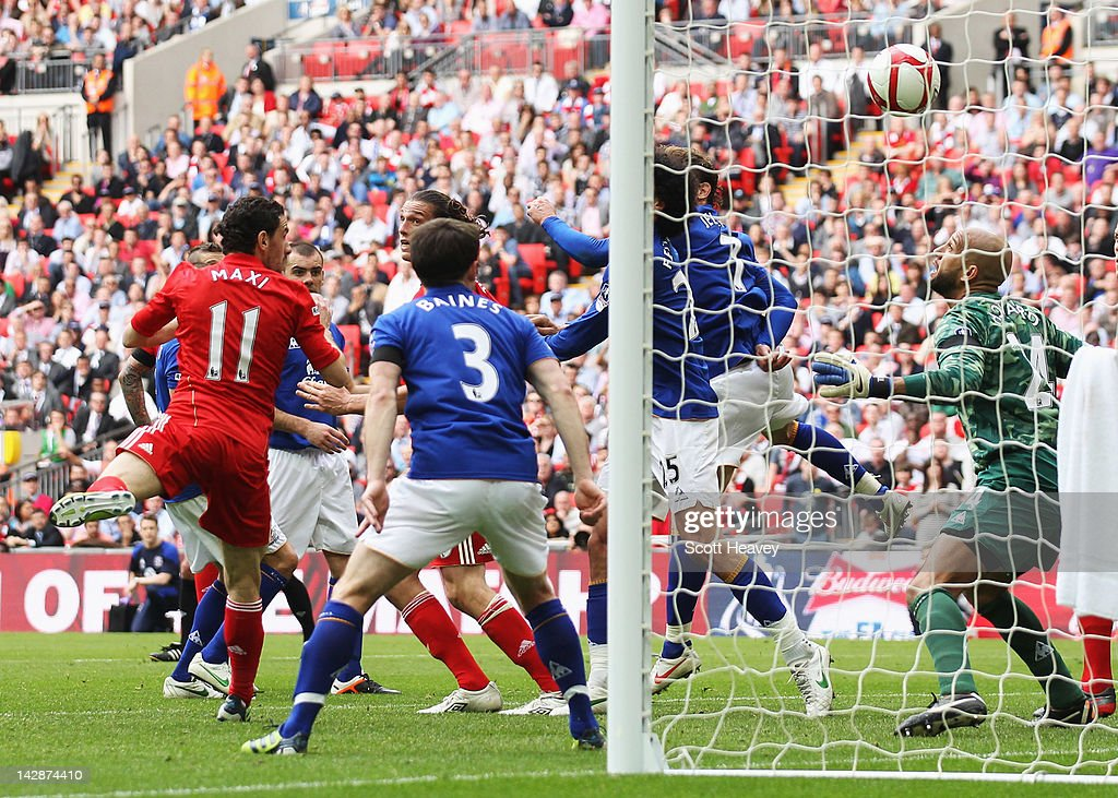Andy Carroll of Liverpool (C) scores their second goal during the FA Cup with Budweiser Semi Final match between Liverpool and Everton at Wembley Stadium on April 14, 2012 in London, England.