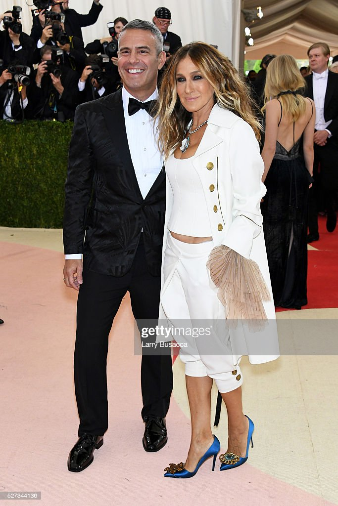 Andy Cohen and Sarah Jessica Parker attend the 'Manus x Machina: Fashion In An Age Of Technology' Costume Institute Gala at Metropolitan Museum of Art on May 2, 2016 in New York City.