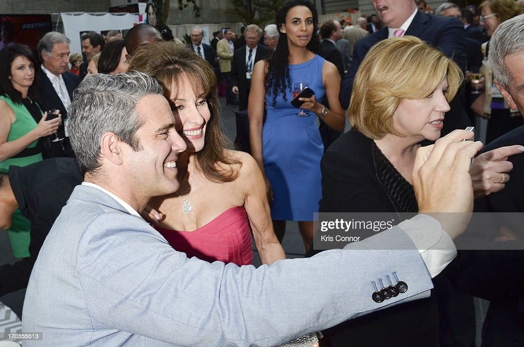 <a gi-track='captionPersonalityLinkClicked' href=/galleries/search?phrase=Andy+Cohen+-+Televisiepersoonlijkheid&family=editorial&specificpeople=7879180 ng-click='$event.stopPropagation()'>Andy Cohen</a> and <a gi-track='captionPersonalityLinkClicked' href=/galleries/search?phrase=Susan+Lucci&family=editorial&specificpeople=203010 ng-click='$event.stopPropagation()'>Susan Lucci</a> pose for a photo during the NCTA Reception hosted by A+E Networks at Smithsonian American Art Museum & National Portrait Gallery on June 11, 2013 in Washington, DC.