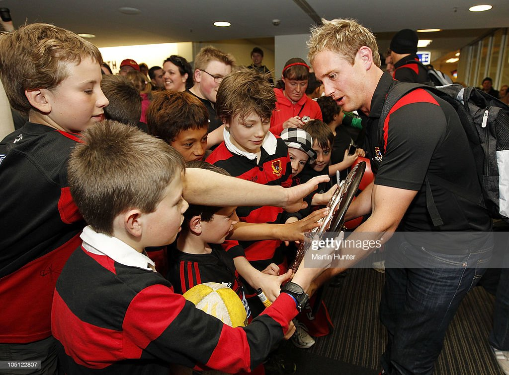 Andy Ellis show young fans the Ranfurly Shield as the Canterbury team arrive back home following their Ranfurly Shield victory on October 10 2010 in...