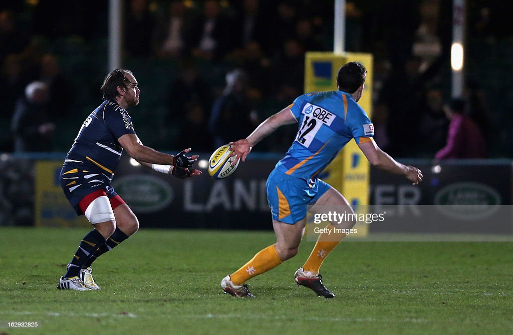 Andy Goode (L) passes the ball lduring the Aviva Premiership match between Worcester Warriors v London Wasps at Sixways on March 1, 2013 in Worcester, England.
