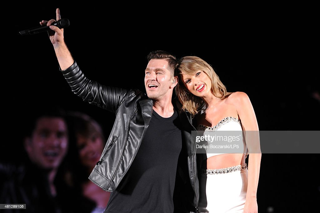 <a gi-track='captionPersonalityLinkClicked' href=/galleries/search?phrase=Andy+Grammer&family=editorial&specificpeople=7469992 ng-click='$event.stopPropagation()'>Andy Grammer</a> and <a gi-track='captionPersonalityLinkClicked' href=/galleries/search?phrase=Taylor+Swift&family=editorial&specificpeople=619504 ng-click='$event.stopPropagation()'>Taylor Swift</a> perform during The 1989 Tour at Soldier Field on July 18, 2015 in Chicago, Illinois.
