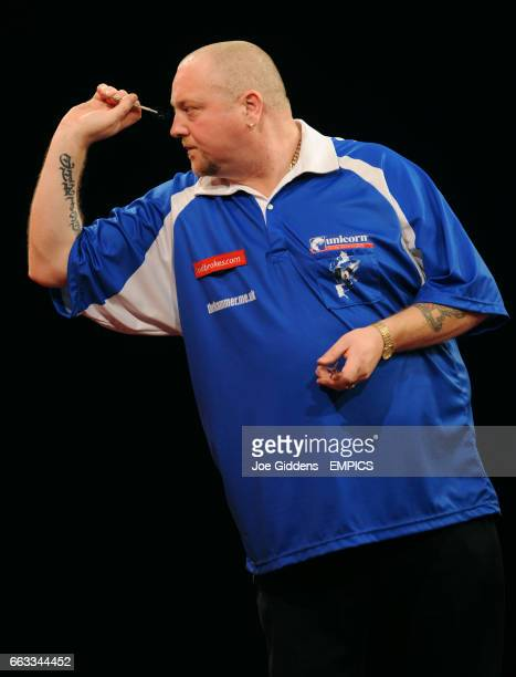 Andy Hamilton in action against Jelle Klaasen during their third round match