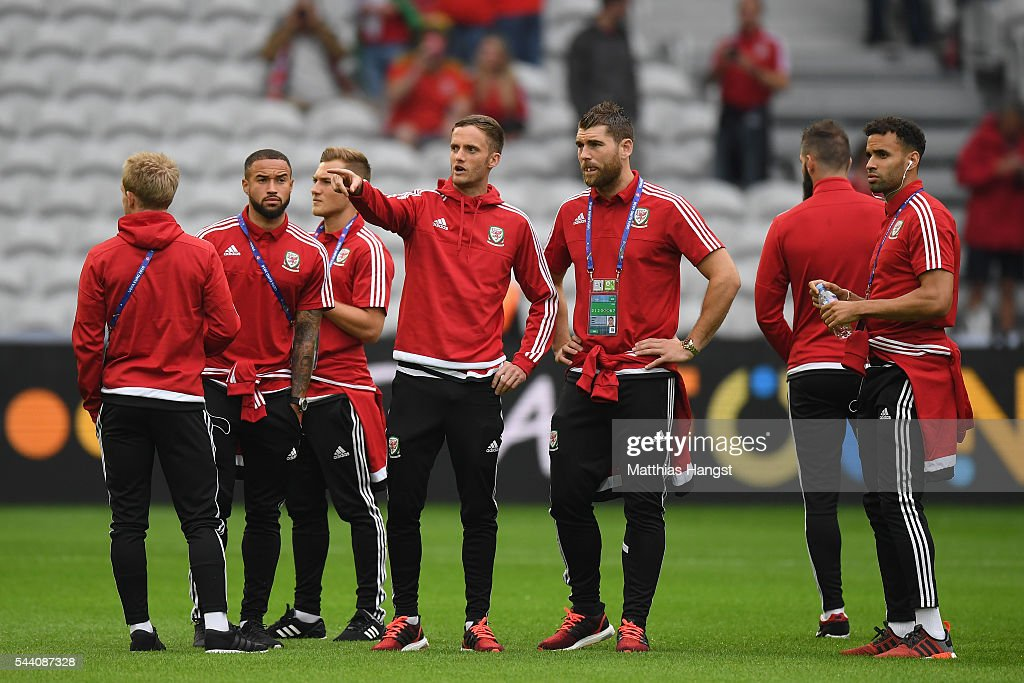 Andy King (4th L) and Sam Vokes (3rd R) of Wales talk during the pitch inspection prior to the UEFA EURO 2016 quarter final match between Wales and Belgium at Stade Pierre-Mauroy on July 1, 2016 in Lille, France.