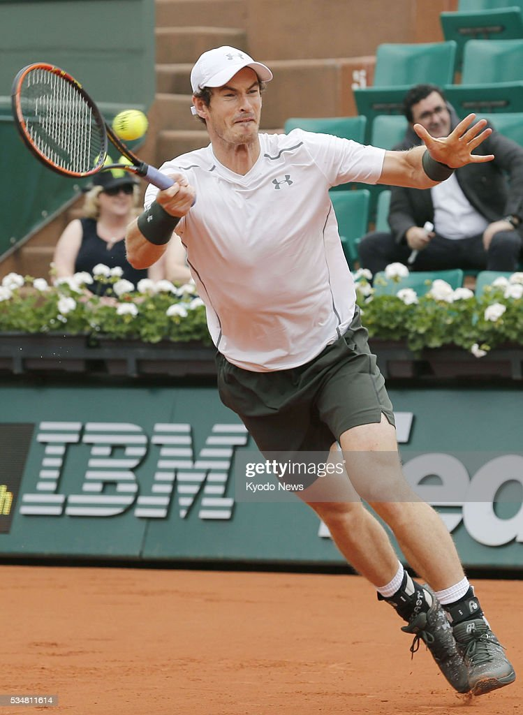 Andy Murray of Britain returns a shot to Ivo Karlovic of Croatia in his 6-1, 6-4, 7-6 (3) win in a men's third-round match at the French Open tennis tournament in Paris on May 27, 2016.
