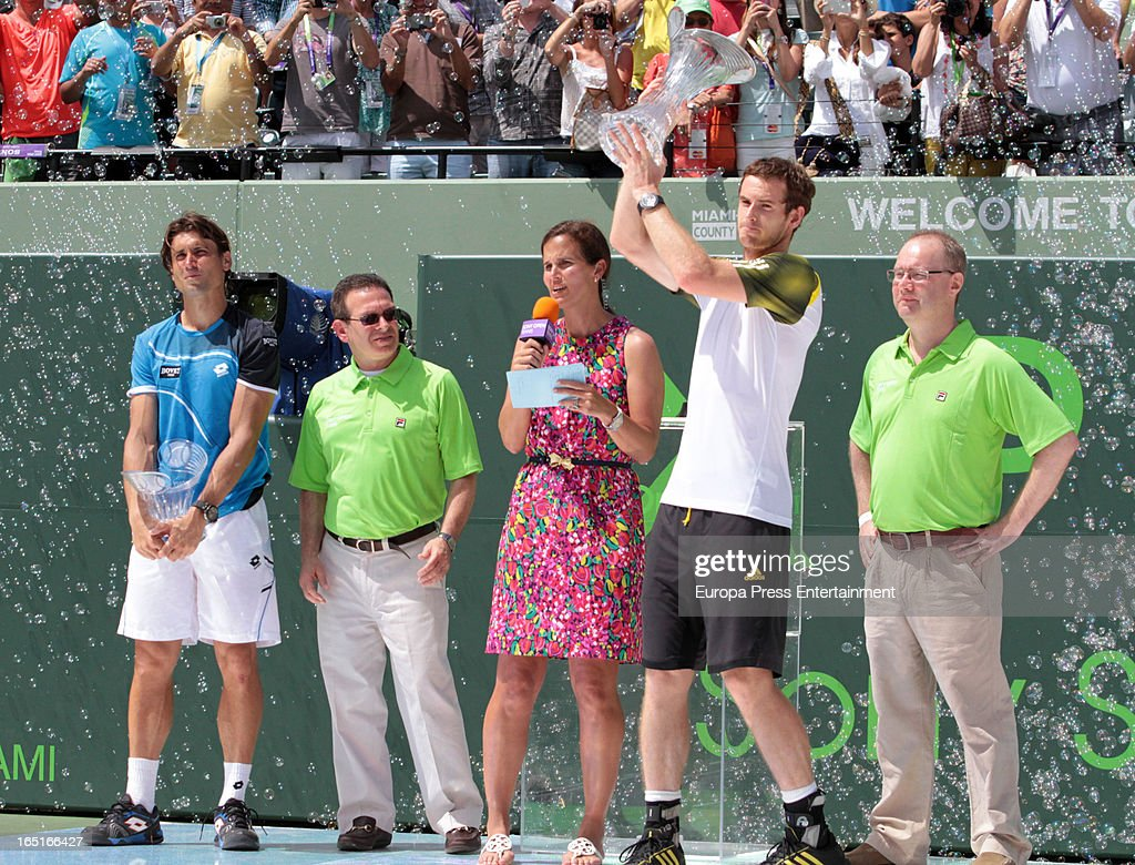 Andy Murray of Great Britain and <a gi-track='captionPersonalityLinkClicked' href=/galleries/search?phrase=David+Ferrer&family=editorial&specificpeople=208197 ng-click='$event.stopPropagation()'>David Ferrer</a> of Spain receive trophies after their final match at the Sony Open at Crandon Park Tennis Center on March 31, 2013 in Miami, Florida.