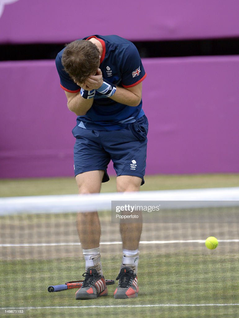 Andy Murray of Great Britain celebrates after defeating Roger Federer of Switzerland in the Men's Singles Tennis Gold Medal Match on Day 9 of the London 2012 Olympic Games at the All England Lawn Tennis and Croquet Club on August 5, 2012 in London, England.