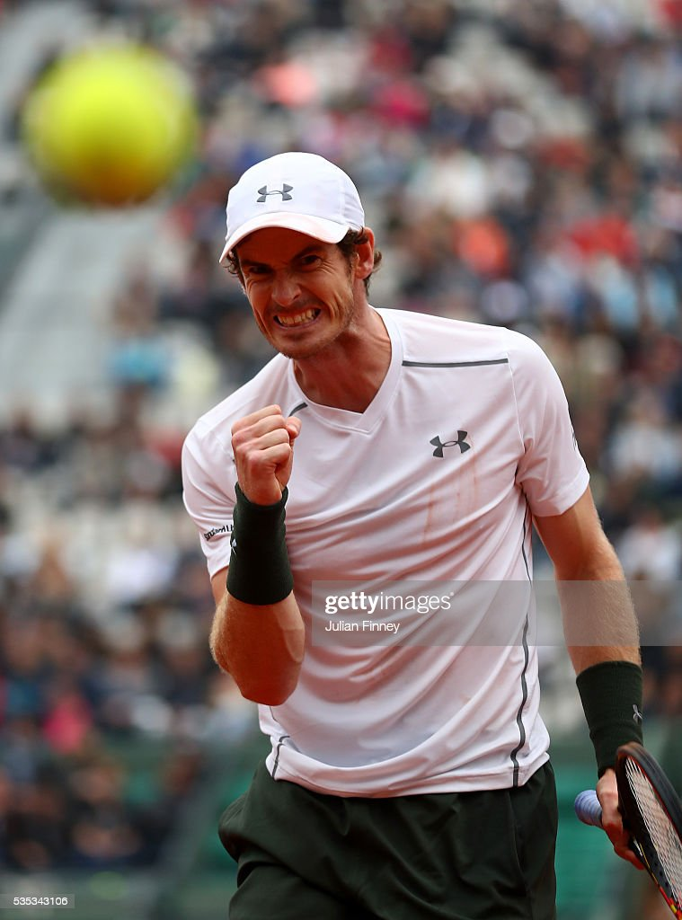 <a gi-track='captionPersonalityLinkClicked' href=/galleries/search?phrase=Andy+Murray+-+Tennisspelare&family=editorial&specificpeople=200668 ng-click='$event.stopPropagation()'>Andy Murray</a> of Great Britain celebrates during the Men's Singles fourth round match against John Isner of the United States on day eight of the 2016 French Open at Roland Garros on May 29, 2016 in Paris, France.