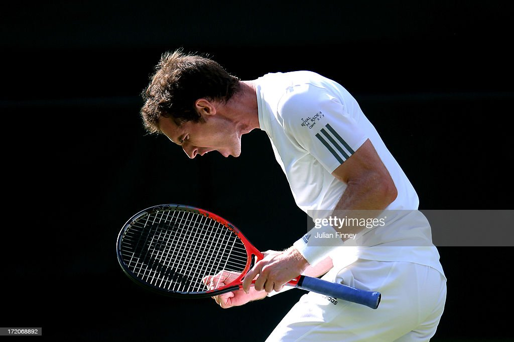 <a gi-track='captionPersonalityLinkClicked' href=/galleries/search?phrase=Andy+Murray+-+Jogador+de+t%C3%A9nis&family=editorial&specificpeople=200668 ng-click='$event.stopPropagation()'>Andy Murray</a> of Great Britain celebrates match point during the Gentlemen's Singles fourth round match against Mikhail Youzhny of Russia on day seven of the Wimbledon Lawn Tennis Championships at the All England Lawn Tennis and Croquet Club on July 1, 2013 in London, England.