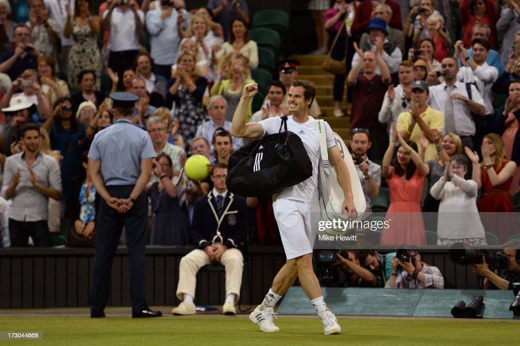 <a gi-track='captionPersonalityLinkClicked' href=/galleries/search?phrase=Andy+Murray+-+Jogador+de+t%C3%A9nis&family=editorial&specificpeople=200668 ng-click='$event.stopPropagation()'>Andy Murray</a> of Great Britain celebrates victory as he leaves Centre Court following his victory in the Gentlemen's Singles semi-final match against Jerzy Janowicz of Poland on day eleven of the Wimbledon Lawn Tennis Championships at the All England Lawn Tennis and Croquet Club on July 5, 2013 in London, England.