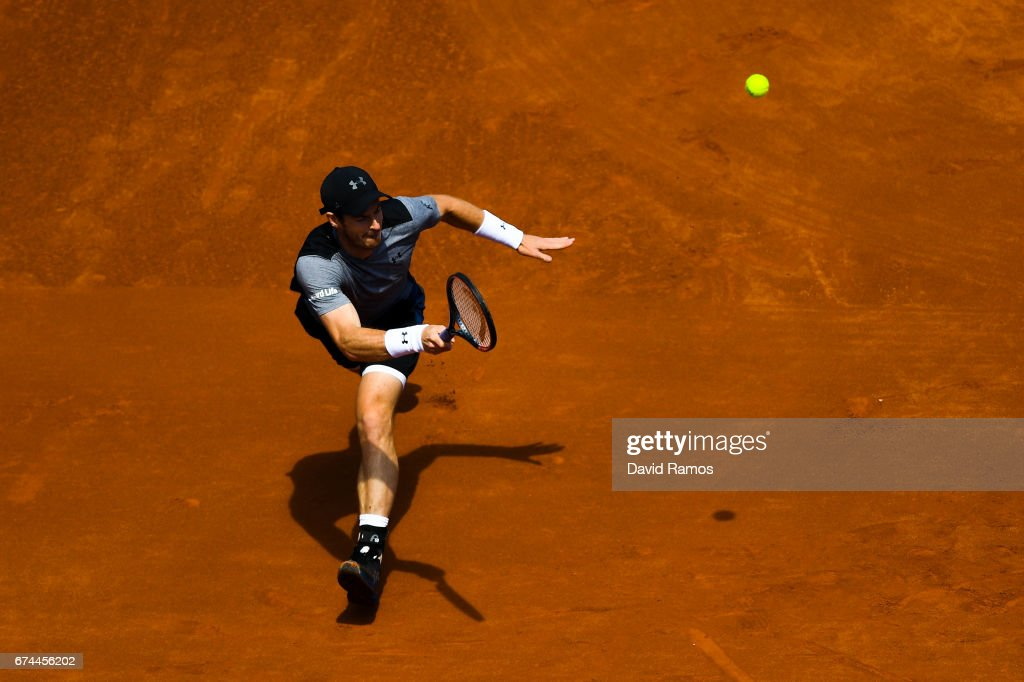 Andy Murray of Great Britain plays a forehand against Albert Ramos-Vinolas of Spain on day five of the Barcelona Open Banc Sabadell in the quarterfinal on day five of the Barcelona Open Banc Sabadell on April 28, 2017 in Barcelona, Spain.
