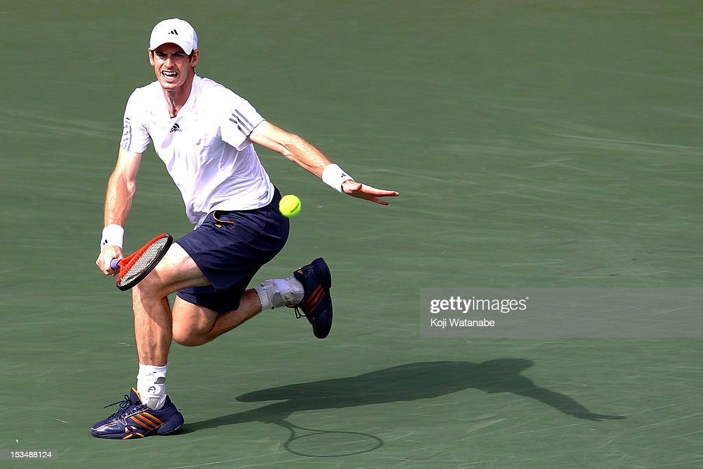 <a gi-track='captionPersonalityLinkClicked' href=/galleries/search?phrase=Andy+Murray+-+Jogador+de+t%C3%A9nis&family=editorial&specificpeople=200668 ng-click='$event.stopPropagation()'>Andy Murray</a> of Great Britain plays a forehand in his match against Milos Raonic of Canada during day six of the Rakuten Open at Ariake Colosseum on October 6, 2012 in Tokyo, Japan.