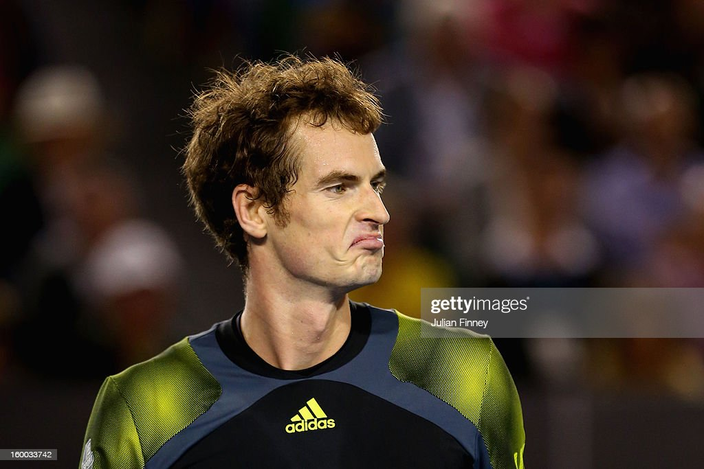 <a gi-track='captionPersonalityLinkClicked' href=/galleries/search?phrase=Andy+Murray+-+Jogador+de+t%C3%A9nis&family=editorial&specificpeople=200668 ng-click='$event.stopPropagation()'>Andy Murray</a> of Great Britain reacts after a point in his semifinal match against Roger Federer of Switzerland during day twelve of the 2013 Australian Open at Melbourne Park on January 25, 2013 in Melbourne, Australia.