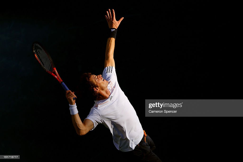 <a gi-track='captionPersonalityLinkClicked' href=/galleries/search?phrase=Andy+Murray+-+Jogador+de+t%C3%A9nis&family=editorial&specificpeople=200668 ng-click='$event.stopPropagation()'>Andy Murray</a> of Great Britain serves during his men's singles final match against Novak Djokovic of Serbia on Day Fifteen of the 2012 US Open at USTA Billie Jean King National Tennis Center on September 10, 2012 in the Flushing neighborhood of the Queens borough of New York City.